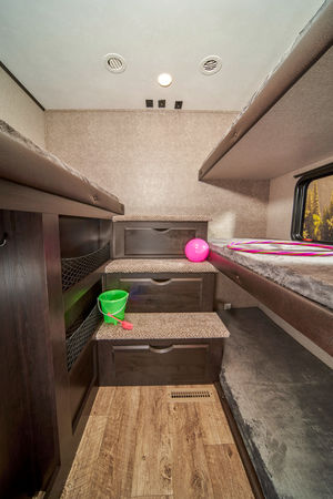 5th Wheel Trailer Bunkroom