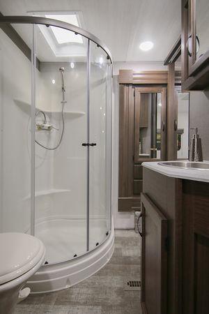 5th Wheel Trailer Bathroom