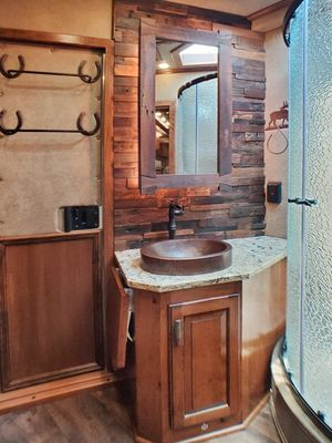 Horse trailer full bathroom
